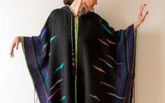 Más el tamaño ropa negro Poncho tejido a mano por subrosa123