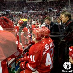 Red Wings lead 1-0 going into 3rd period. More goals