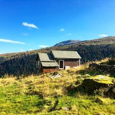 When hiking in you can come across old milkmaid huts like this one. Read more about Norwegian on letsgetlost. Norway, Travel Tips, Hiking, Cabin, Mountains, House Styles, Instagram Posts, Walks, Travel Advice