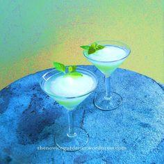 #Lemon Balm Margarita #lemon balm recipes #herbs #cocktails #mocktails