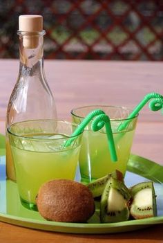 Kiwiszörp – Tavola in Piazza Tasty, Yummy Food, Beverages, Drinks, Dessert Recipes, Desserts, Iced Tea, Drinking Tea, Smoothies