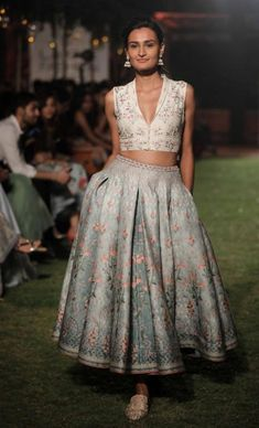 Find the most trending and unique pocket lehenga designs for brides and bridesmaids. Beautiful lehengas with pockets by Anita Dongre. Indian Western Dress, Western Dresses, Indian Dresses, India Fashion Week, Lakme Fashion Week, Asian Fashion, Lehenga Designs, Indian Wedding Outfits, Indian Outfits