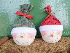 Super easy Christmas decoration that is inexpensive to buy or make and can be used to decorate anywhere!