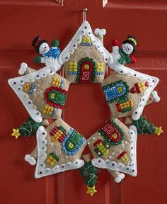 "Bucilla ""GINGERBREAD HOUSE WREATH"" Felt Christmas Wall Hanging Kit~86677  #PlaidBucilla"
