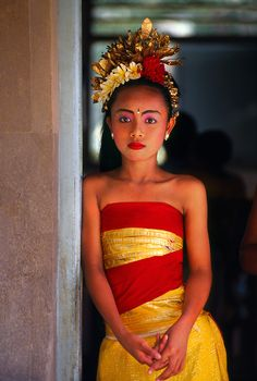 Young Balinese dancer, Peliatan, Bali, Indonesia by Blaine Harrington Bali Lombok, Indonesian Art, Ethnic Dress, Portraits, People Of The World, World Cultures, Costume, Traditional Outfits, Asian Woman