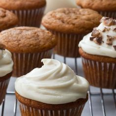 Pumpkin Spice Cupcakes with Maple Frosting - Barefoot Contessa -Ina Garten -Pumpkin Frosting Recipes, Cupcake Recipes, Cupcake Cakes, Dessert Recipes, Cup Cakes, Köstliche Desserts, Delicious Desserts, Health Desserts, Plated Desserts