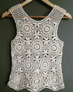 Blusa de crochê confeccionada com linha Cléia fio duplo.
