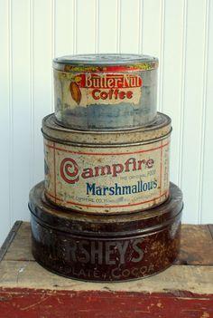 Etsy の Antique Campfire Marshmallow Tin by cabinwindows