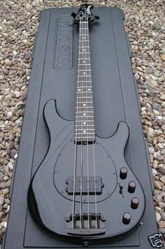 my 1st bass was a Hamer, although I love my P, I could rock this