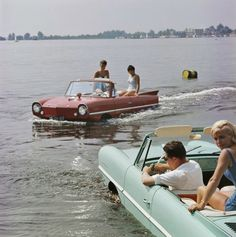Sailing with Amphicar, Loosdrecht Lakes, Holland. Photo by Kees Sherer. Weird Cars, Cool Cars, Summer Dream, Summer Days, Automobile, Amphibious Vehicle, 139, Old Money, Car Drawings