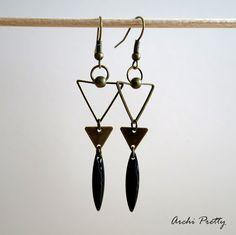 Boucles d'oreilles graphiques bronze - triangles vide et plein - sequin émaillé noir - Archi Pretty made in Lille