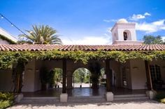 Hacienda style homes courtyard with wrought iron gate in for Case in stile hacienda