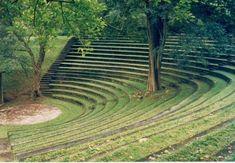 ペラデニア大学のサラッチャンドラ野外劇場。劇作家エディリヴィーラ・サラッチャンドラを記念して名づけられた。 Sarachchandra Theatre ◆スリランカ - Wikipedia http://ja.wikipedia.org/wiki/%E3%82%B9%E3%83%AA%E3%83%A9%E3%83%B3%E3%82%AB #Sri_Lanka