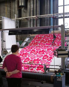 Helsinki Ink - Marimekko textiles in print process Textile Prints, Textile Patterns, Textile Design, Fabric Design, Print Patterns, Pattern Design, Print Design, Floral Patterns, Marimekko Fabric