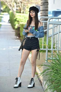 Victoria Justice is an American actress and singer. She is the daughter of Serene Reed and Zack Justice. Victoria Justice Outfits, Victoria Justice Style, Kendall Vertes, Vicky Justice, Victorious Justice, Justice Clothing, David Boreanaz, Hot Brunette, Celebs