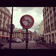 Znak drogowy w Paryżu