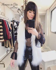 Look casaco pelo sintético, body transparência e calça couro ecológico. #coletepelo #moda #tendencia #mangaflare #blusatransparencia #blusatransparente #calcacouro #couro #couroecologico