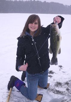 Ever take a kid ice fishing?  It's not always easy.  Here are some simple tips to make the outing fun for them AND you! #freefishwi