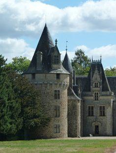Château du Pin, Salon La Tour, Corrèze, Limousin, France ... #Castles #Chateau #ManorHouse #Citadel #Keep #Palace
