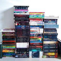 9d6acfdb2 Todos os moradores da minha estante. . . . . #aconstantinobrandao #livros  #books #instabooks