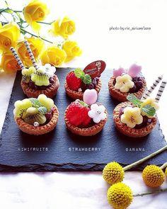 Gourmet Desserts, Great Desserts, Mini Desserts, Plated Desserts, Tart Recipes, Sweets Recipes, Japanese Cake, Sweet Bar, Fruit Tart