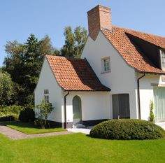 Dak voor luifel House Paint Exterior, Exterior Design, Main Gate Design, Stucco Homes, House Landscape, Amazing Buildings, Types Of Houses, House Painting, Cottage Style