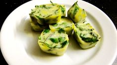 How to preserve herbs in olive oil ice cubes. Check out our video! Expand pin!