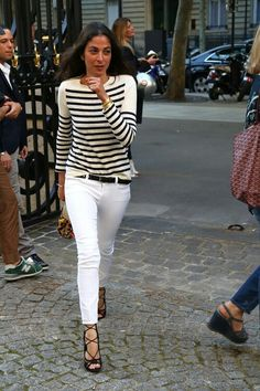 love these White ankle length skinny jeans.