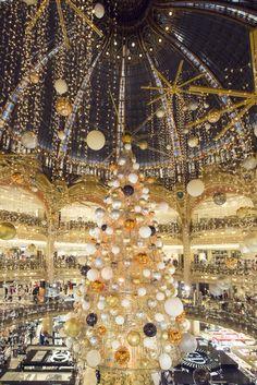 Paris: Galerie Lafayette - Christmas tree 2015 ♠