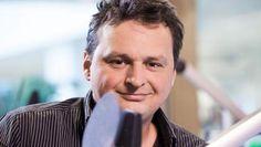 Michael De cock is de trotse winnaar van de Boekenleeuw 2015. Hij won deze prijs met zijn boek: 'Veldslag om een hart'.