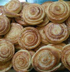 As rosquinhas ficam maravilhosas e são perfeitas para o café da sua família. Faça hoje mesmo as rosquinhas de coco. Com certeza, será um sucesso!