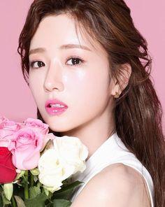 Kpop Girl Groups, Kpop Girls, Pink Panda, Fans Cafe, Cube Entertainment, The Most Beautiful Girl, Love At First Sight, Photo Cards, Baekhyun