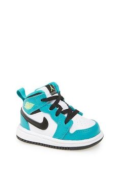 Nike Air 'Jordan 1 Mid' Basketball Shoe (Baby, Walker, Toddler & Little Kid) Baby Boy Shoes Nike, Baby Nike, Cute Baby Shoes, Baby Sneakers, Nike Free Shoes, Baby Girl Shoes, Toddler Shoes, Boys Shoes, Baby Boy Outfits