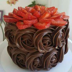 Restam poucas vagas para o curso módulo chocolatudo da @gordicesdamah em Aracaju. Uma aula 100% prática, onde o aluno aprenderá a fazer brigadeiros, ganaches e trufas. Maiores informações WhatsApp 79 99151 8690. Falar com Mel! 💖💖💖💖💖 #festejarcomamor #módulochocolatudo #instafood #gordicesdamah #cursodebolo #cursodamah #chocolatecake #cake #dessert #chocolate #ganache #brigadeiro #brigadeirogourmet #delicious #picture #photography #bolodechocolate