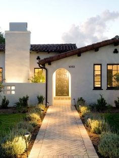 Gorgeous Spanish Colonial style renovation in San Francisco - Cortney Marsh - Gorgeous Spanish Colonial style renovation in San Francisco Inviting Spanish style home gets refreshed in Southern California - Spanish Revival Home, Spanish Style Homes, Spanish House, Spanish Colonial Houses, Spanish Bungalow, Boho Glam Home, Estilo California, California Homes, Ojai California