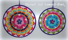 Crochet mandala or suncatcher. I used this patttern… Crochet Home, Love Crochet, Diy Crochet, Crochet Crafts, Yarn Crafts, Crochet Flowers, Crochet Projects, Crochet Circles, Crochet Motifs