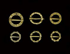 Six chased, gold annular brooches. 13th century. (C) RMN-Grand Palais (musée de Cluny - musée national du Moyen-Âge) / Thierry Ollivier.