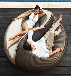 Yin Yang Lounger Toss out those old plastic loungers and upgrade to a conversation-worthy piece. The Yin Yang Lounger allows you to tan alongside your hubby and still carry on an easy, eye-to-eye conversation. Outdoor Furniture Design, Furniture Styles, Garden Furniture, Cool Furniture, Wicker Furniture, Lounge Furniture, Furniture Ideas, Outdoor Rooms, Outdoor Chairs