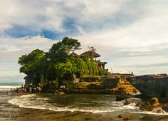 Tanah Lot Temple is one of seven sea temples along the Balinese coast in Indonesia. www.jayme.me