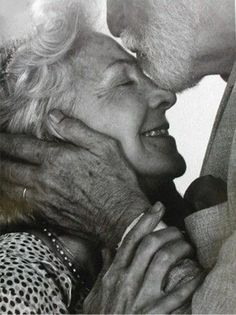 True Love Never Grows Old : 27 Old Couples Cute Old Couples, Older Couples, Cute Couples Goals, Couples In Love, Happy Couples, Old Couple In Love, Old Love, Older Couple Photography, Love Photography