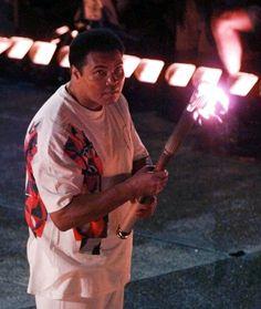 Ali ontsteekt de Olympische vlam bij de Spelen van 1996 in Atlanta.