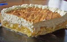 Zutaten 175 g Butter 160 g Zucker 200 g Mehl 1 TL Backpulver 1 Ei(er) 4 Äpfel (Boskop) 1/2 Liter Apfelsaft 1 Zitrone(n),...