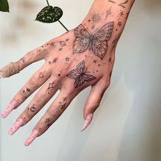 Pretty Hand Tattoos, Simple Hand Tattoos, Hand Tats, Dainty Tattoos, Simplistic Tattoos, Beautiful Tattoos, Tattoos On Hand, Mini Tattoos, Black Tattoos