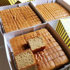 Hapsun igf Bolu Kopi krm dl,asal cekrek,bangun kesiangan Dah byk yg rebake dan pd blg enak bgt Memank enak,wangi dan ga seret,susan sendiri… Cake Recipes, Dessert Recipes, Desserts, Bolu Cake, Resep Cake, Indonesian Food, Indonesian Recipes, Snack Box, Sponge Cake