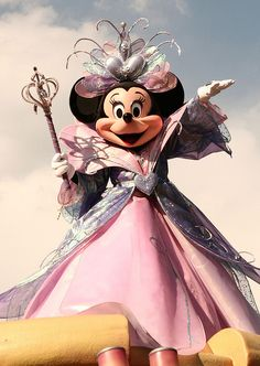 Minnie Mouse - wow, love her costume!