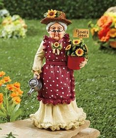 Garden Ordainment  Figurine Cast Ceramic Vintage Outdoor Lawn Character Grandma
