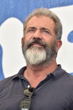 Mel Gibson Photos Photos - Director Mel Gibson attends a photocall for 'Hacksaw…