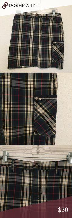 "Tommy Hilfiger Plaid Straight Short Skirt Tommy Hilfiger Plaid Straight Skirt  Very good condition.   MEASUREMENTS: Waist: 30"" Hips: 37"" Length: 17.5"" Tommy Hilfiger Skirts Mini"