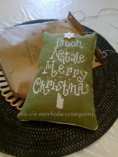 Cuscinetto a punto croce natalizio