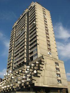 EUD I Stana Aleksic: Residential towers on Vozdovac, Belgrade I Art Et Architecture, University Architecture, Concrete Architecture, Modern Exterior, Exterior Design, Interior And Exterior, Tower Building, Building Art, Council Estate